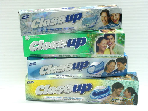 close up toothpaste Inactive ingredients:sorbitol,water,hydrated silica,peg-32,sodium lauryl sulfate,sd alcohol 38-b,flavor,cellulose gum,sodium saccharin,red 33,red 40.